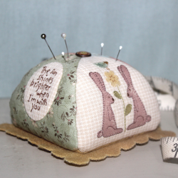 Ma Bunny Pincushion - Cartamodello Punta Spilli di Natalie Bird, The BirdHouse