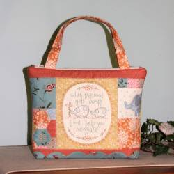 Ellie's Tale - Cartamodello Borsa con Zip e Stitchery prestampato, The BirdHouse by Natalie Bird