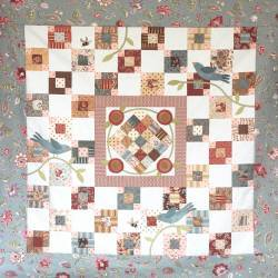 Birds n' Bees - Cartamodello Quilt Patchwork 42x42 pollici, The BirdHouse by Natalie Bird