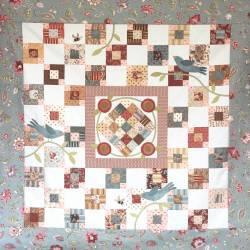Birds n' Bees - Cartamodello Quilt Patchwork 42x42 pollici, The BirdHouse by Natalie Bird
