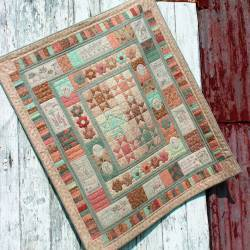 In My Garden - Cartamodello Quilt Patchwork e Stitchery 40x46 pollici, The BirdHouse by Natalie Bird