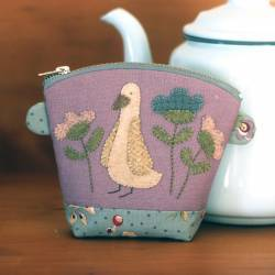 Meadow's Rest - Cartamodello Pochette con Zip con Applique, The BirdHouse by Natalie Bird