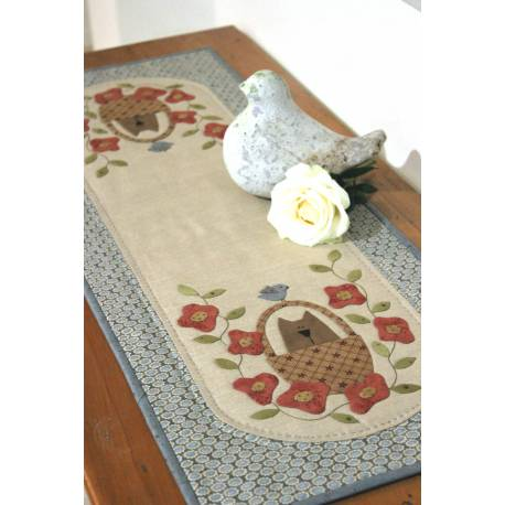 Sweet Pea Table Runner - Cartamodello Runner in Applique da 80 cm, The BirdHouse by Natalie Bird