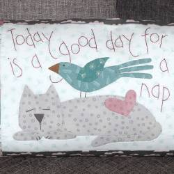 Cat Nap Cushion - Cartamodello Cuscino in Applique da 22x10 cm, The BirdHouse by Natalie Bird