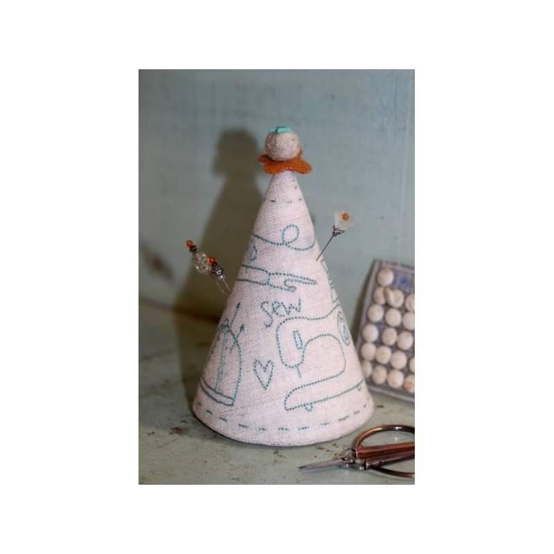 Sew Essential Pincushion - Cartamodello Punta Spilli Ricamato di Natalie Bird, The BirdHouse
