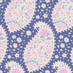 Tilda 110 PlumGarden, Teardrop Blueberry, disegno cashmere floreale, fondo blu