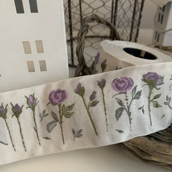 Nastro Originale Fatto a Telaio Colore Bianco con Fiori Viola Altezza 50 mm